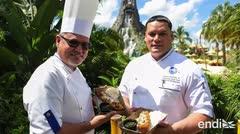 Los turistas que visitan Volcano Bay disfrutan de una delicia puertorriqueña