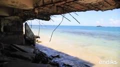 El mar se traga el cemento en una costa de Vega Baja