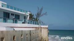 Senadores visitan la costa erosionada de Ocean Park