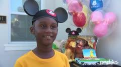 Disney regala estadía a niño que donó sus ahorros para afectados por Huracán Dorian