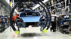 Así se fabrica el Taycan, el auto eléctrico de Porsche que cuesta $165,000