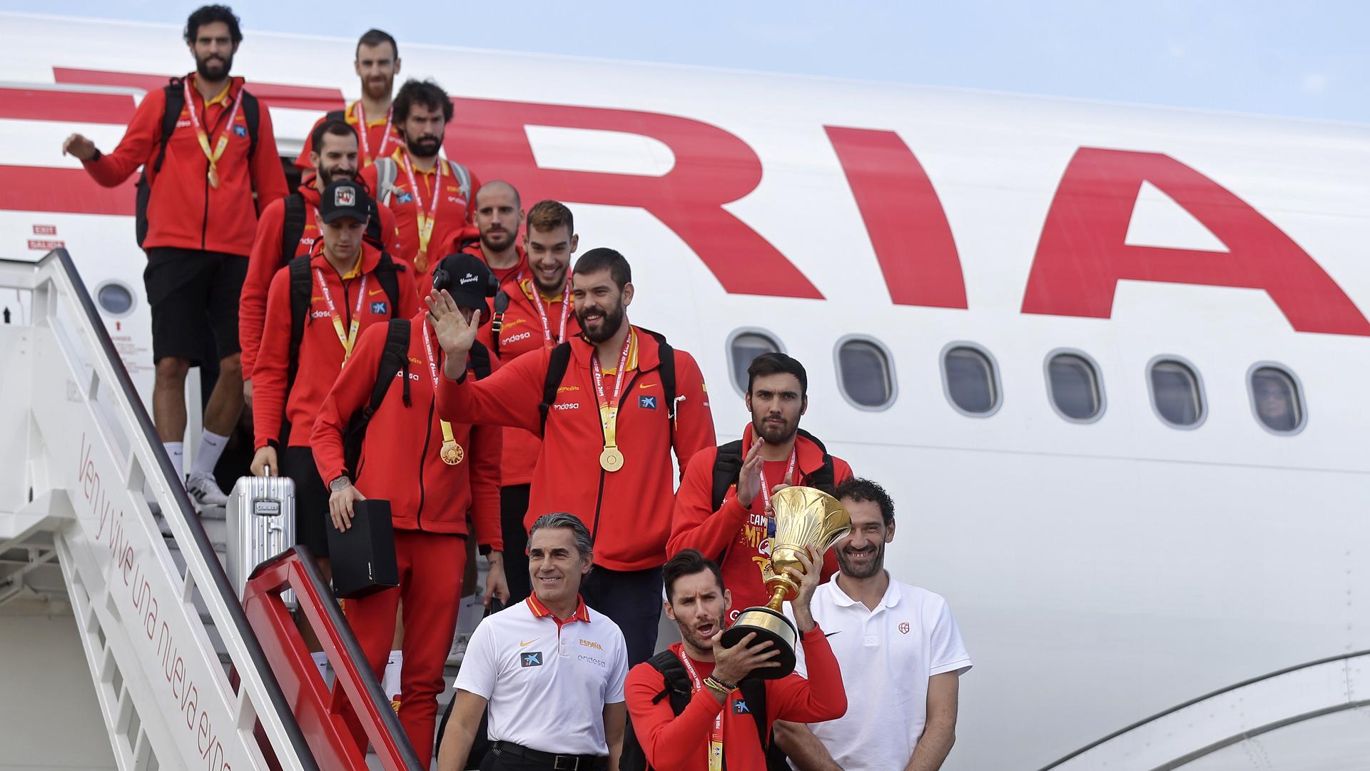 España celebra su triunfo en la Copa Mundial de baloncesto