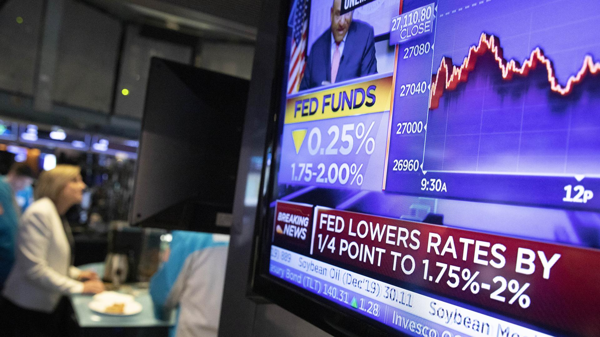 """Fed reduce nuevamente las tasas de interés ante """"incertidumbres"""" mundiales"""