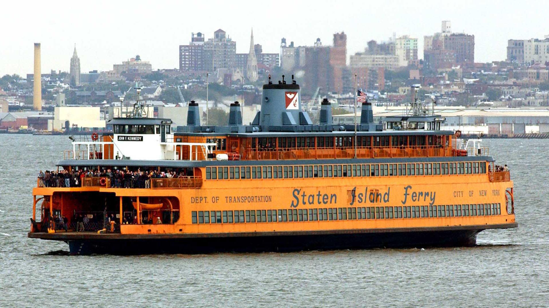 ¿Cómo funcionan algunos de los ferries en Estados Unidos?