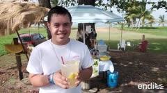 Conoce a Kevin, el joven que prepara limonadas en Luquillo