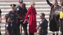 Jane Fonda es arrestada durante una protesta por el clima