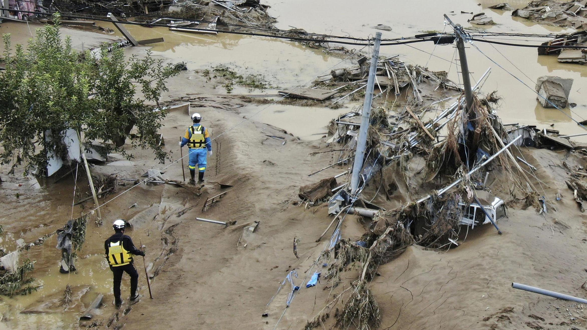 Intensifican la búsqueda de sobrevivientes de tifón en Japón