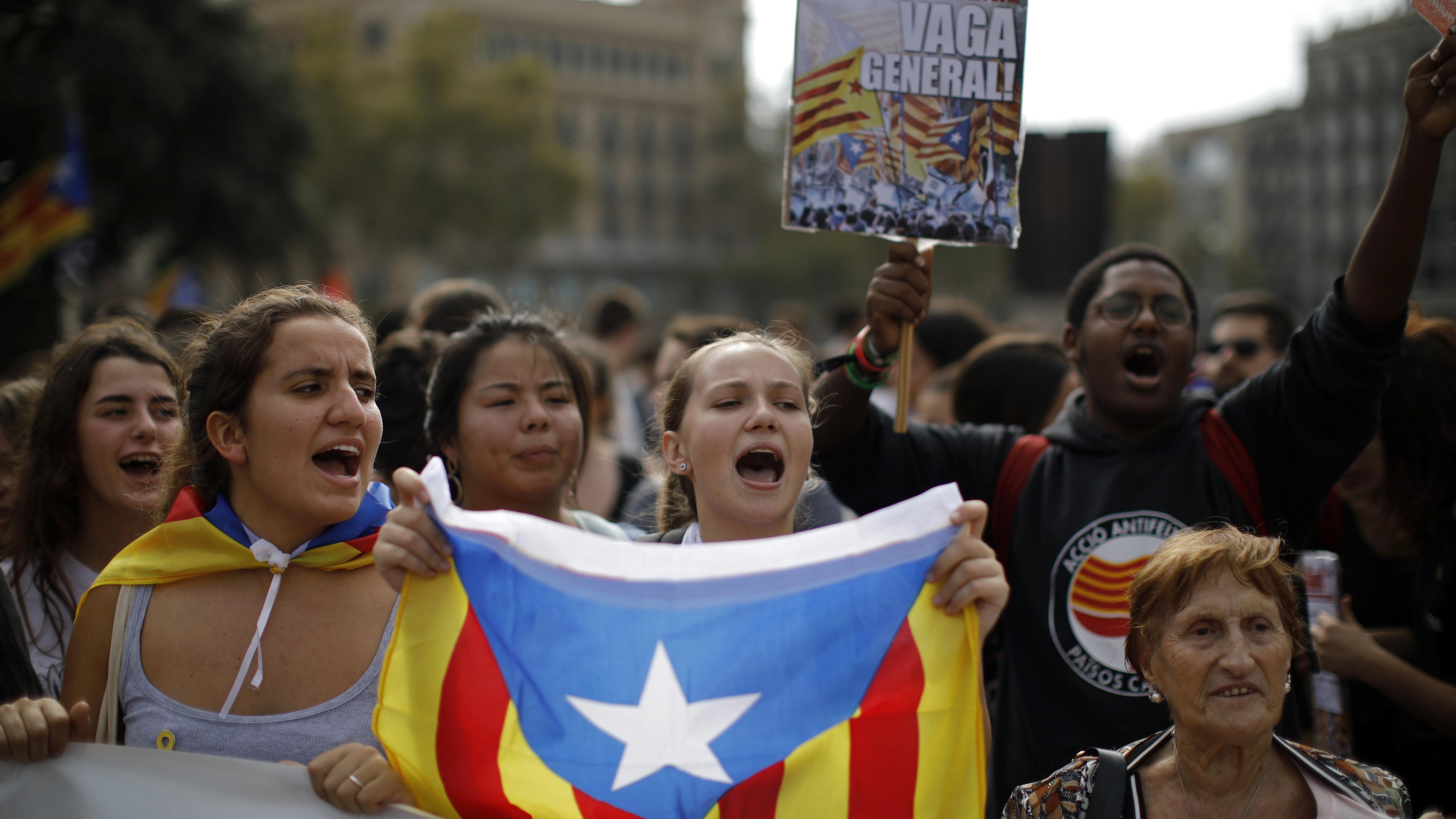 Independentistas catalanes salen a las calles en protesta