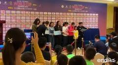Adriana Díaz se enfrenta a la prensa en China