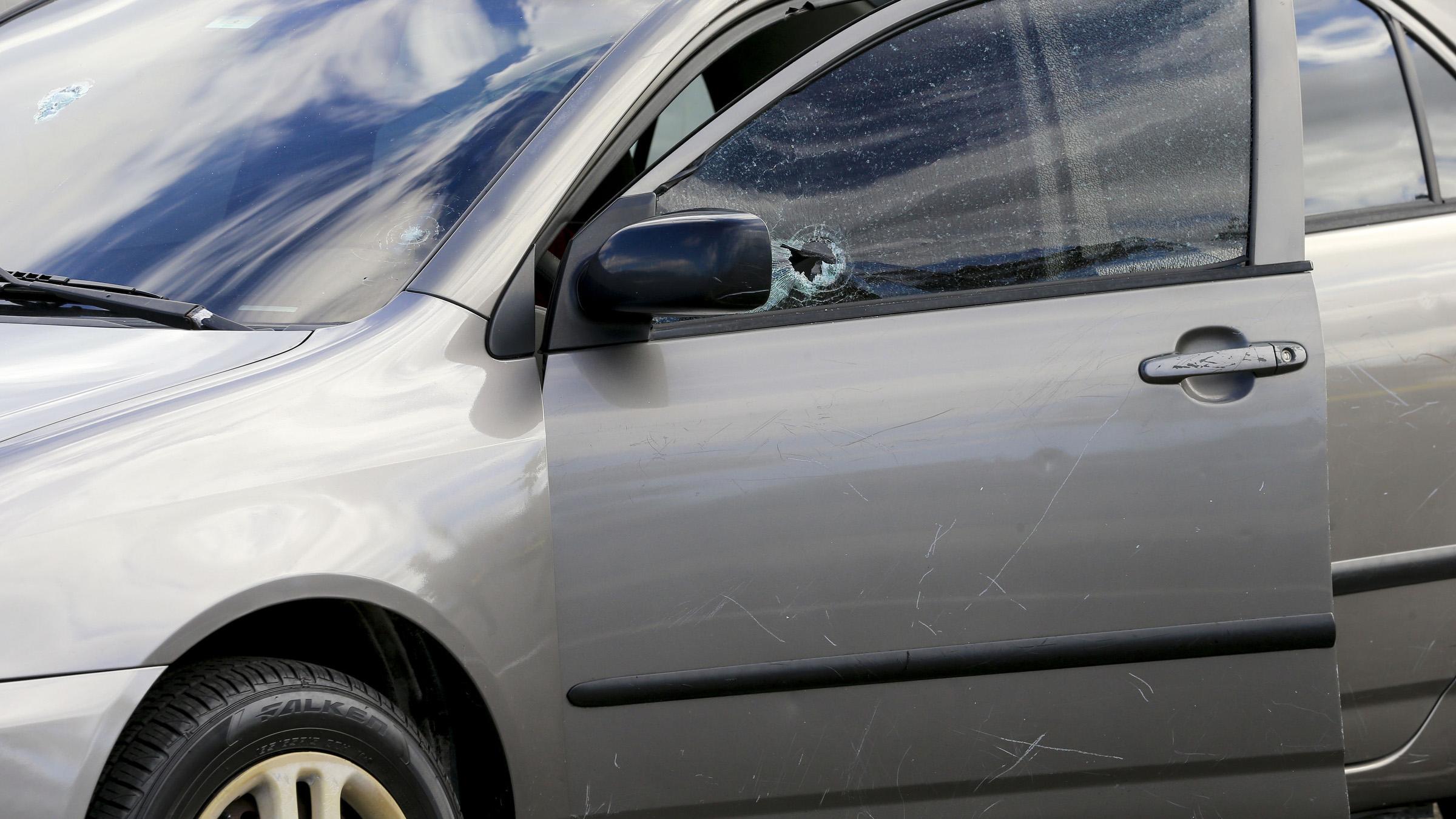 Encuentran dos personas baleadas dentro de un vehículo en Plaza Carolina