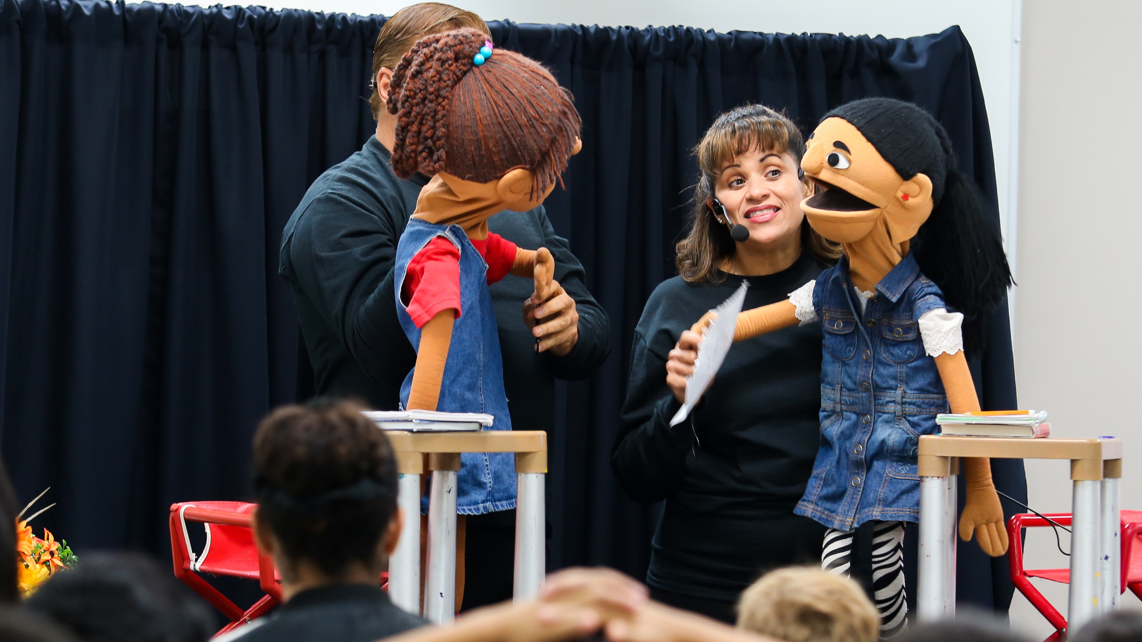 Presentan un show de títeres para niños que emigraron a Florida tras el paso del huracán María