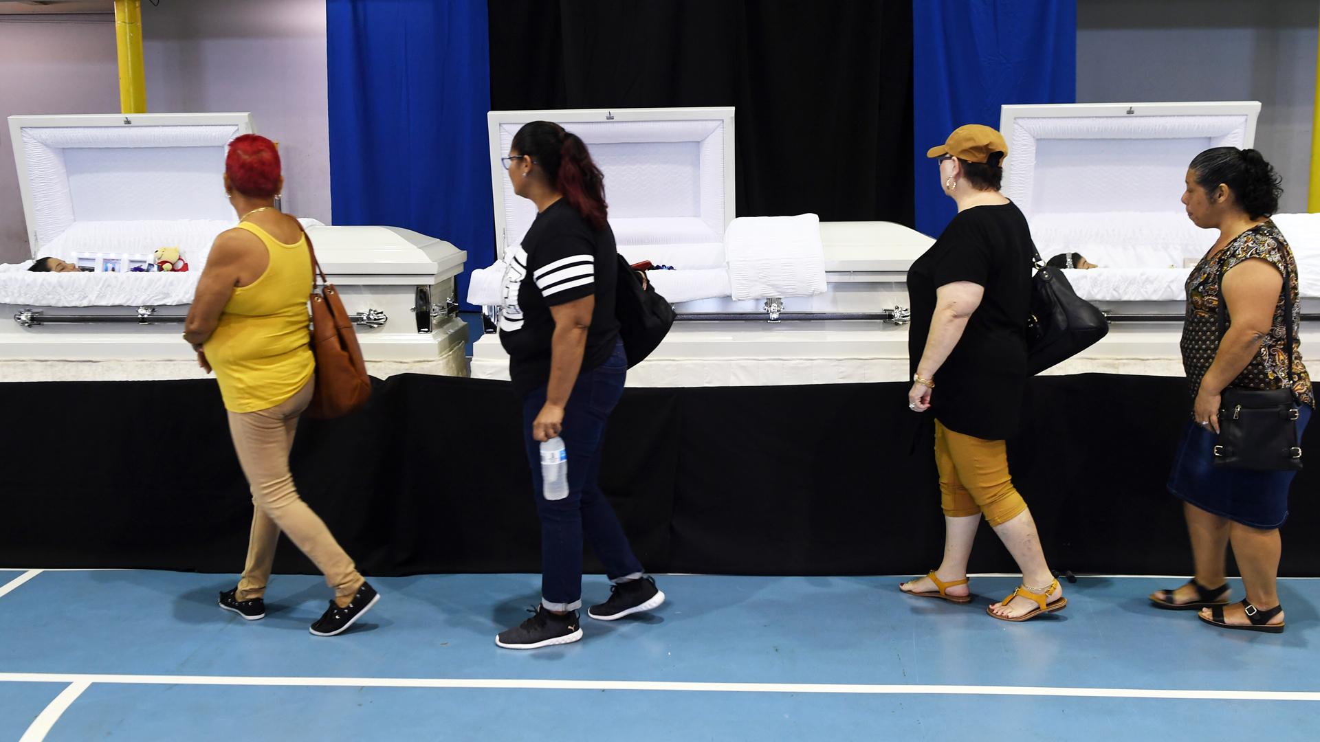 Doloroso adiós a los tres hermanos que fallecieron en accidente en Aguadilla