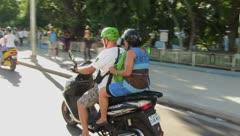 Furor por las motoras eléctricas en Cuba
