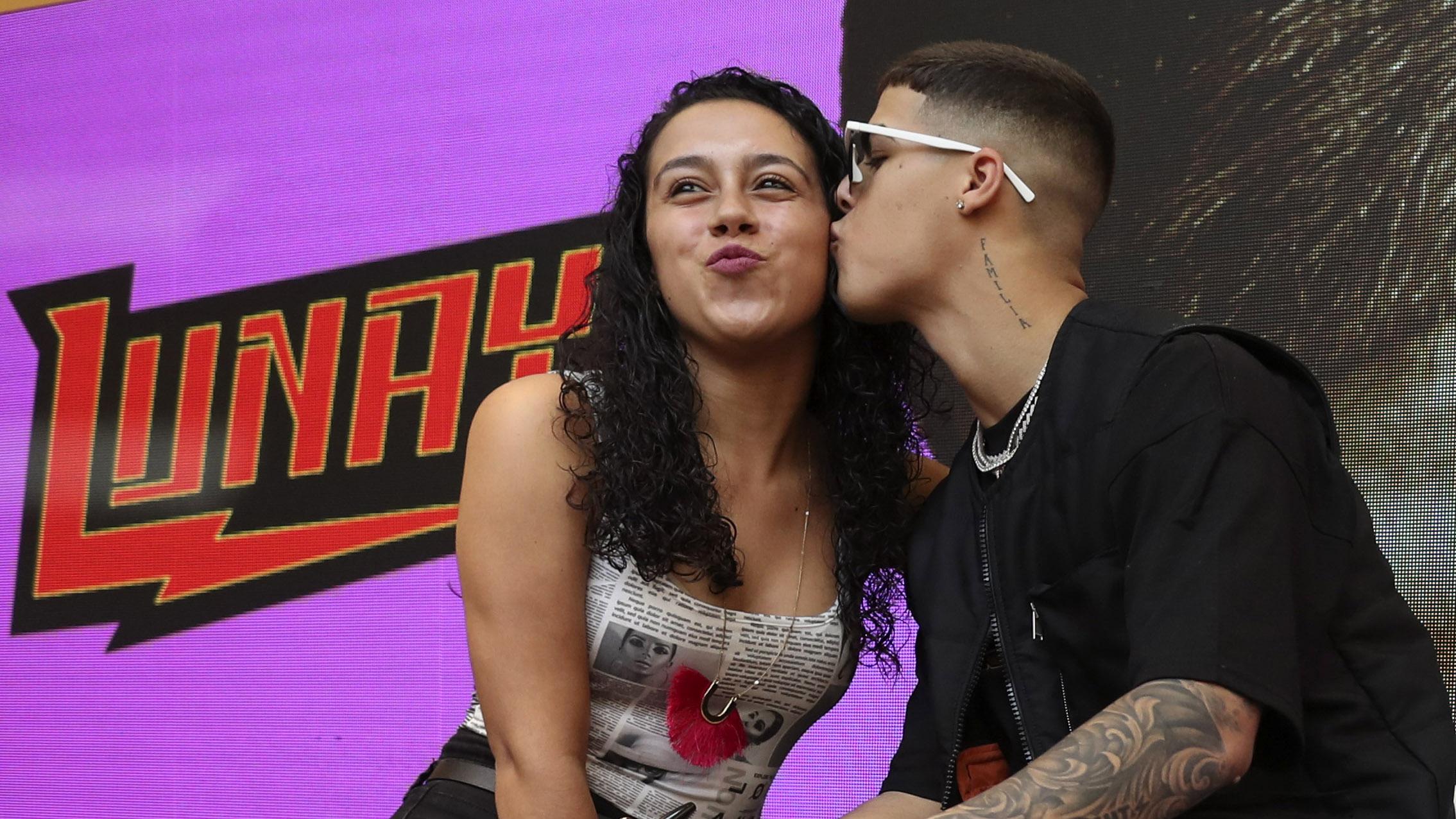 Lunay enloquece a sus fans en Plaza Las Américas