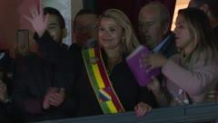 Jeanine Añez se proclama presidenta de Bolivia