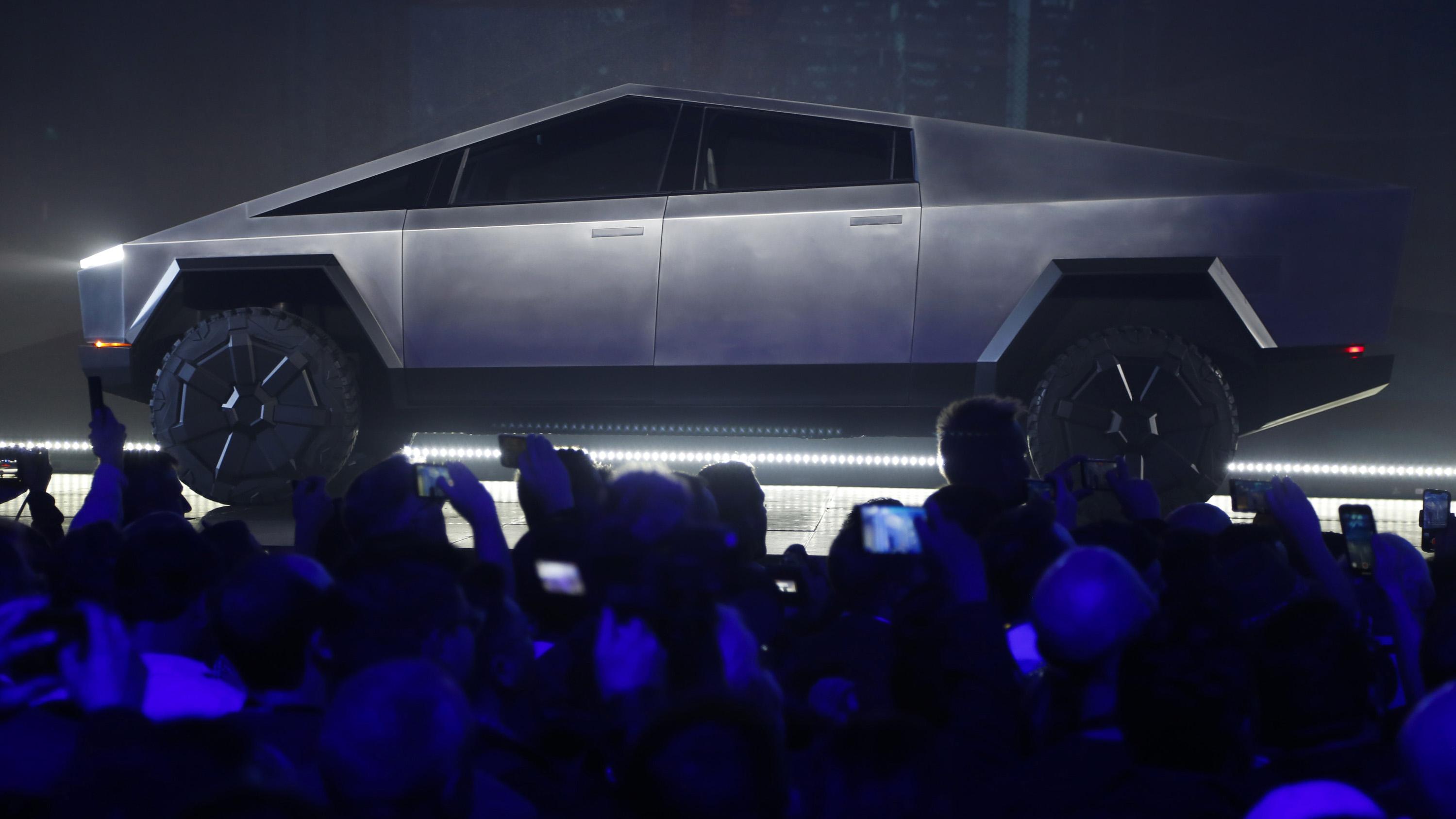 """Bochornosa presentación del auto """"indestructible"""" de Tesla"""
