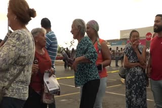 Megatienda atrae a cientos de ponceños en Thanksgiving
