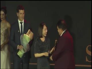 Premian a Bladimir Díaz como mejor entrenador mundial de tenis de mesa