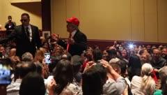 """""""Trump"""" invade el show de Los Rayos Gamma en Florida"""