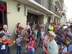 Niños regalan una parranda al Viejo San Juan