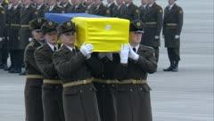Doloroso recibimiento a ucranianos que murieron en masacre aérea