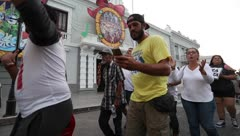 Ciudadanos en Ponce protestan por lío de almacen con suministros