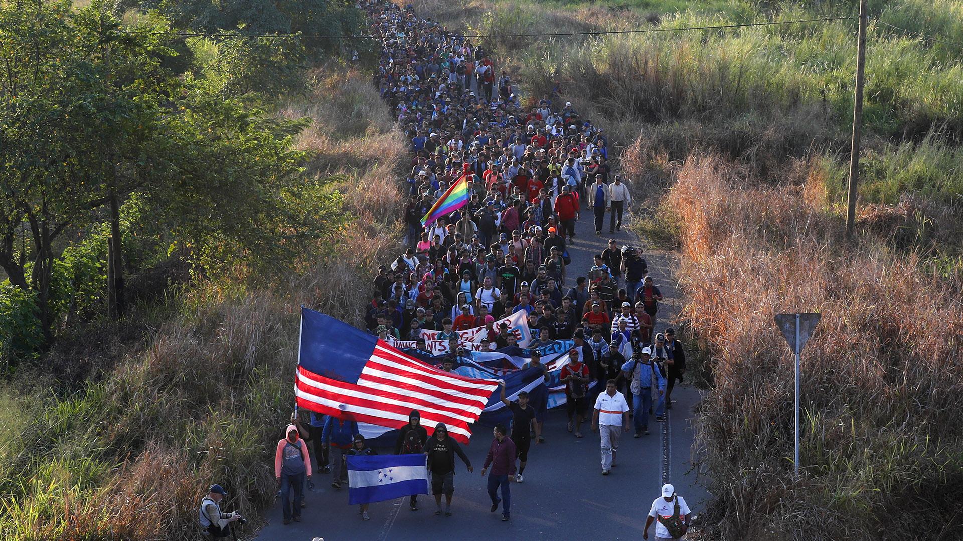 Mira cómo cientos de migrantes lograron entrar a México