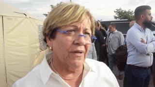 Mayita Meléndez explica el proceso para solicitar ayuda individual