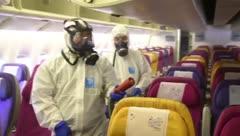 Así desinfectan un avión por el coronavirus