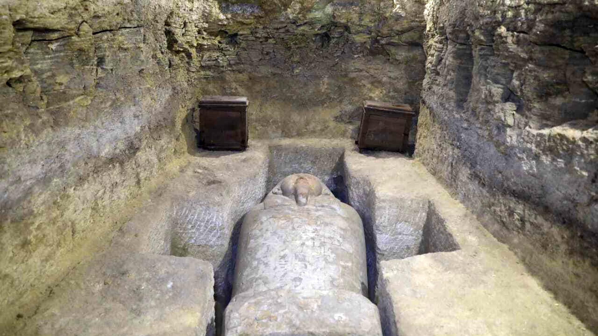 Hallan tumbas de sacerdotes egipcios de 3,000 años de antigüedad