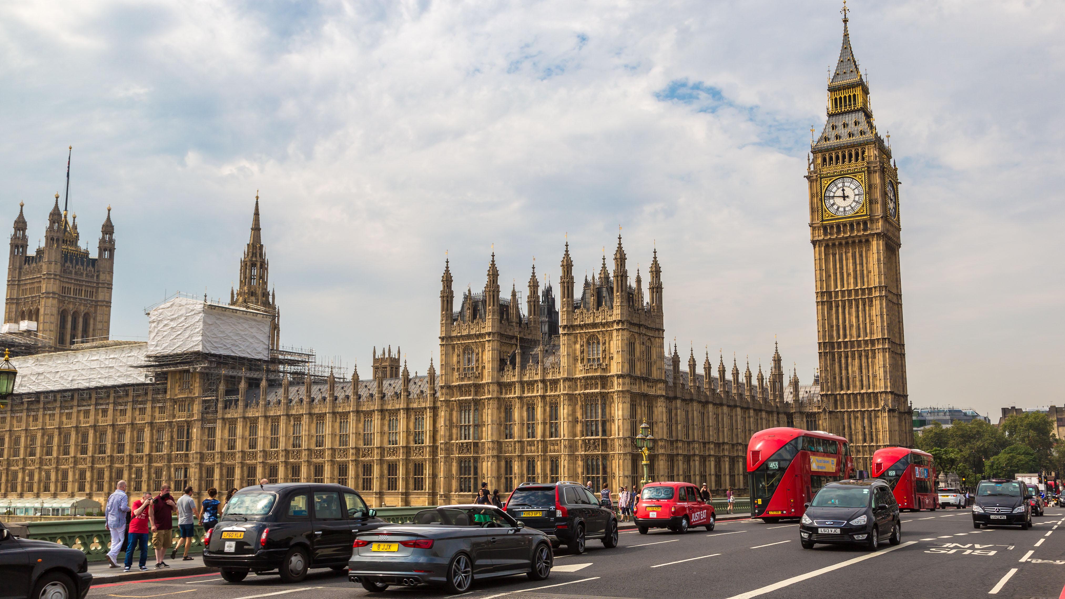 Reino Unido prohibirá la venta de carros que operan con gasolina