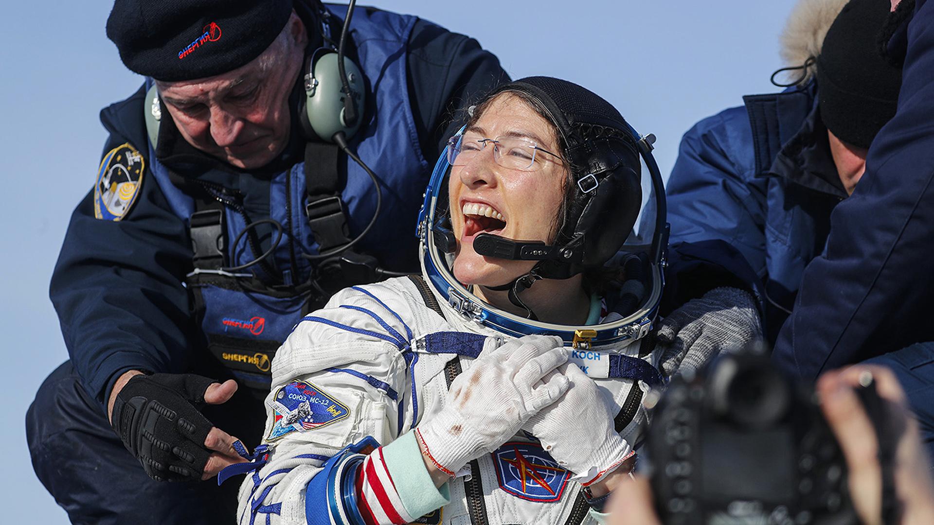 Increíble regreso a la Tierra de la mujer con más tiempo en el espacio