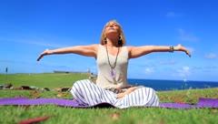 Yolandita Monge nos enseña yoga en El Morro