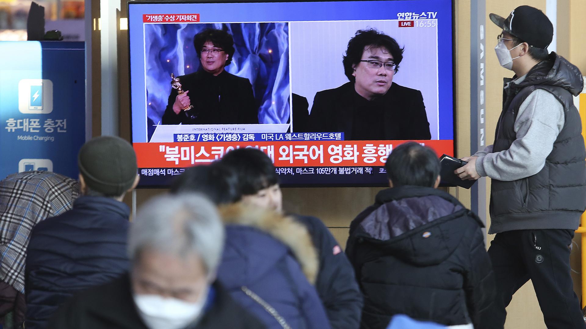 """Coreanos celebran el triunfo de """"Parasite"""" en los Oscar"""