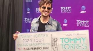 Tommy Torres recibe premio por ventas de su concierto