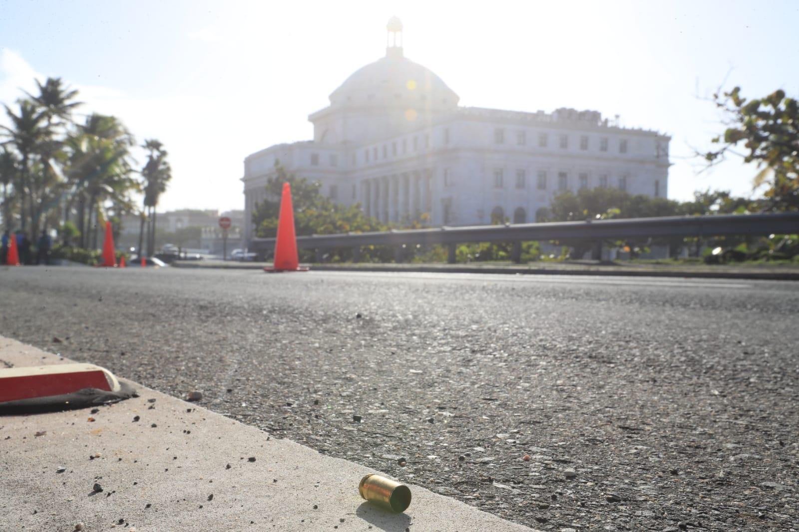 La Policía investiga varios disparos realizados desde un auto azul frente al Capitolio