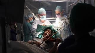 El hermoso momento de la violinista que despertó en plena cirugía