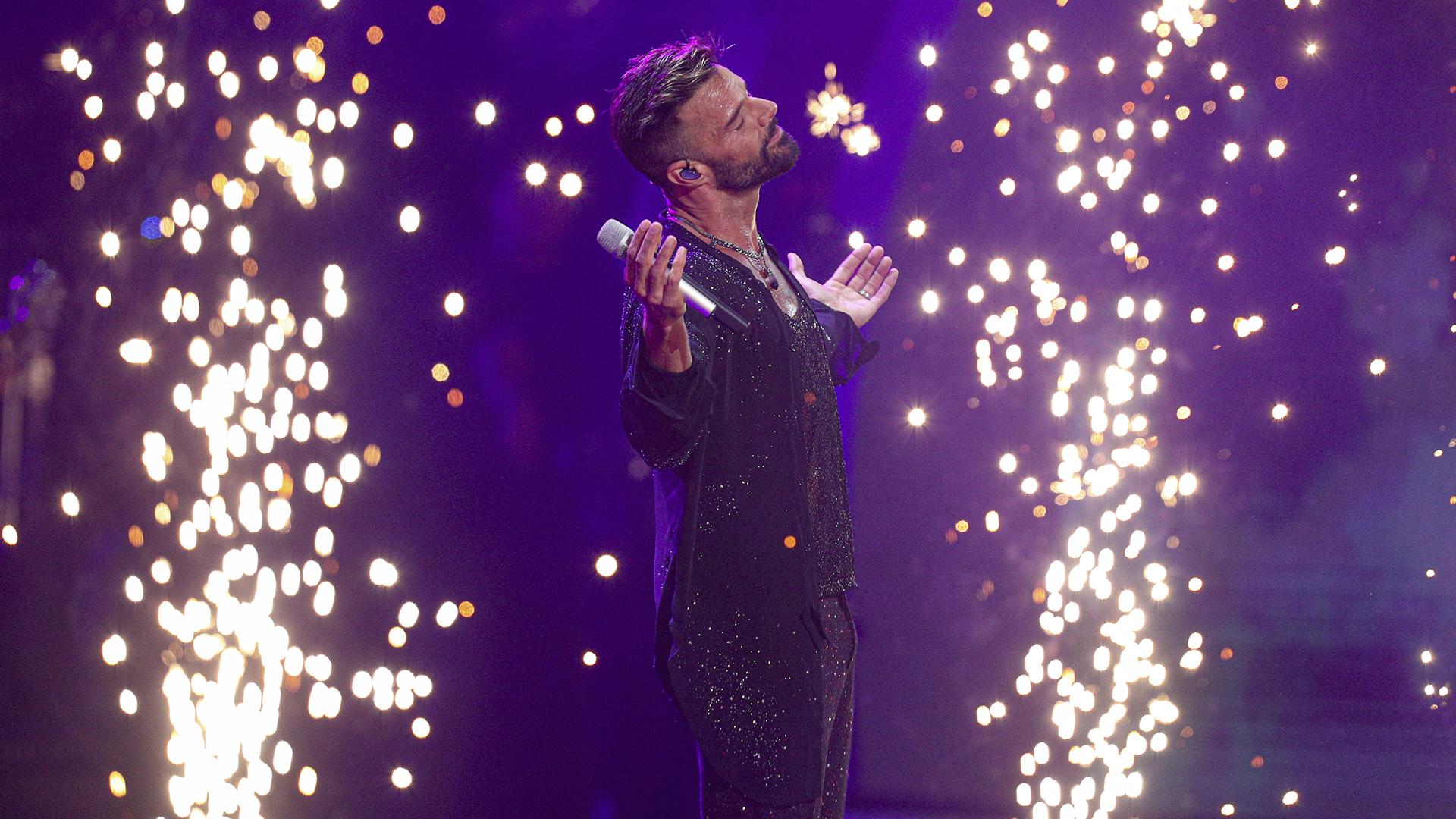 Ricky Martin emociona a Viña del Mar en medio de la violencia en Chile