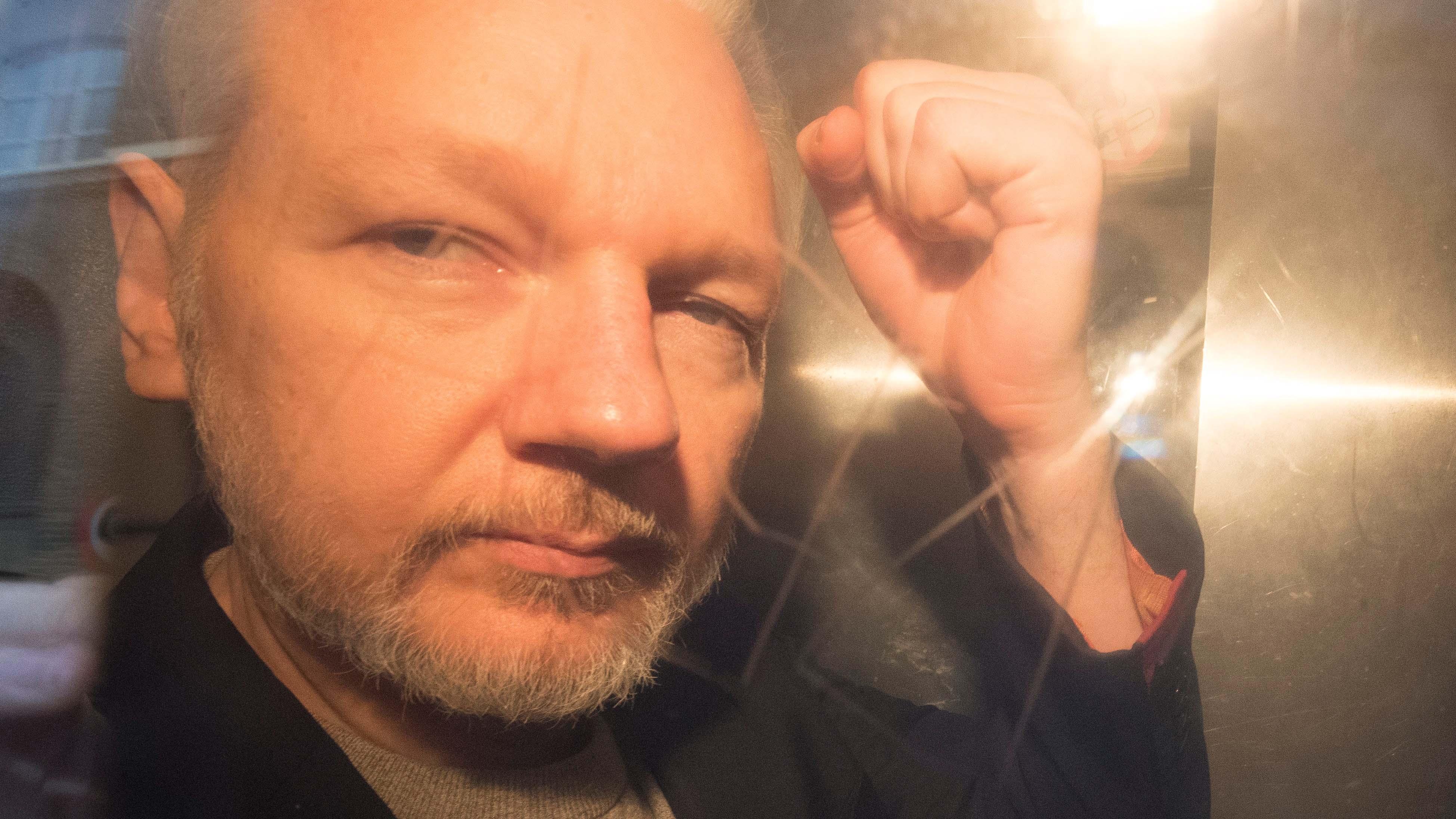Acusan a Julian Assange de haber puesto a sus fuentes en peligro