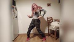 Boricua en Praga baila y aprende cuatro idiomas durante la cuarentena