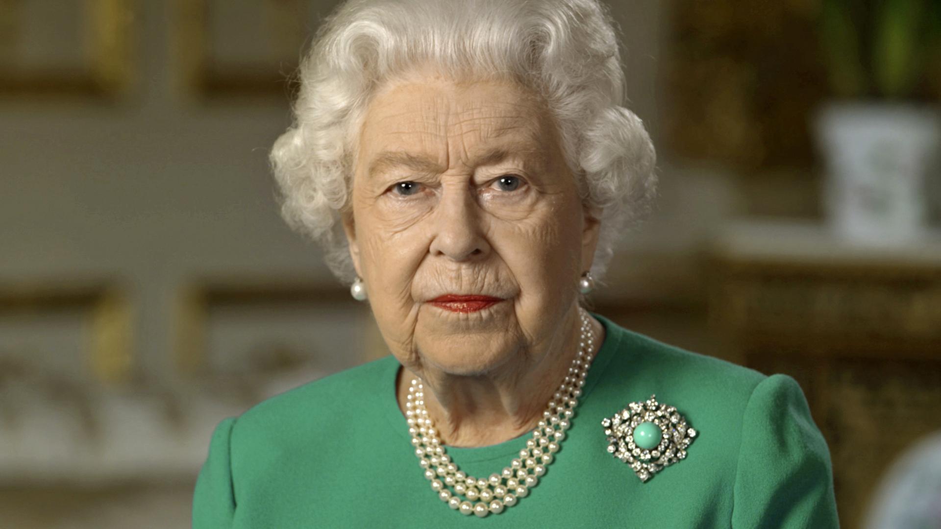 Resurge la reina Elizabeth II bajo la pandemia del coronavirus