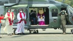 Arzobispo celebra la Semana Santa en helicóptero