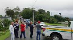 Policías municipales oran por un colega con COVID-19