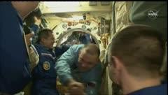 Tres astronautas abandonan el planeta Tierra en plena pandemia