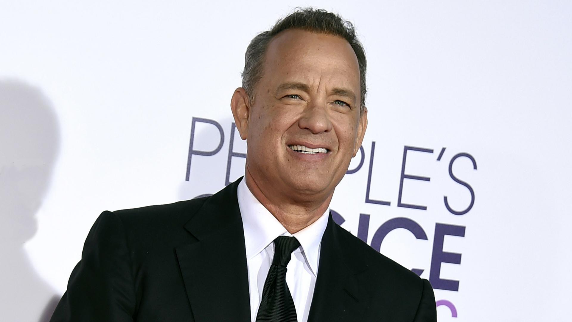 Tom Hanks dona su sangre tras contraer COVID-19