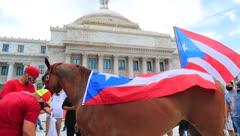 Protestan con sus caballos en el Capitolio