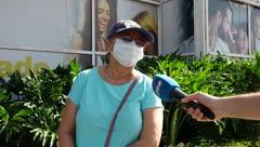 Boricuas se quejan en la reapertura de Plaza del Sol