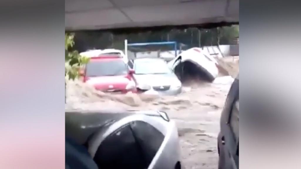 Tormenta Amanda: mira cómo el agua se tragó a cinco carros