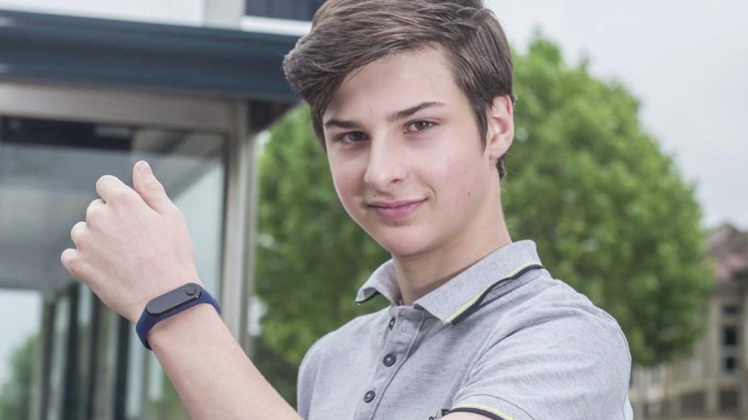 Joven de 15 años inventa pulsera contra COVID-19