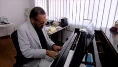 Vibra el don artístico del maestro Cucco Peña